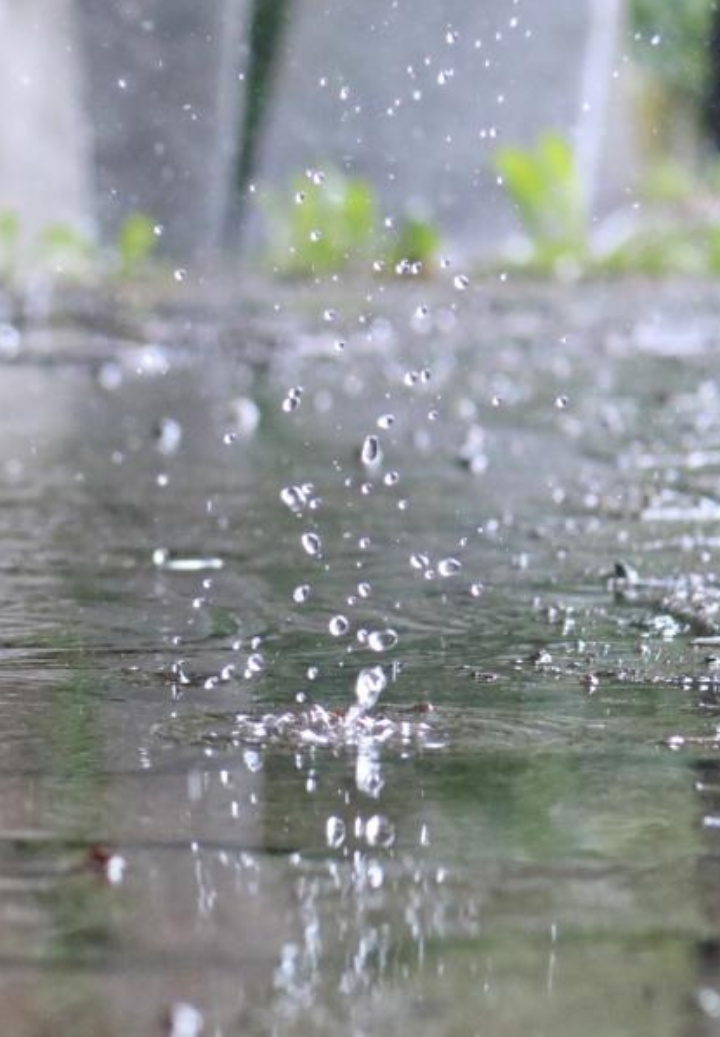 Niederschlag auf befestigte Oberfläche (c)